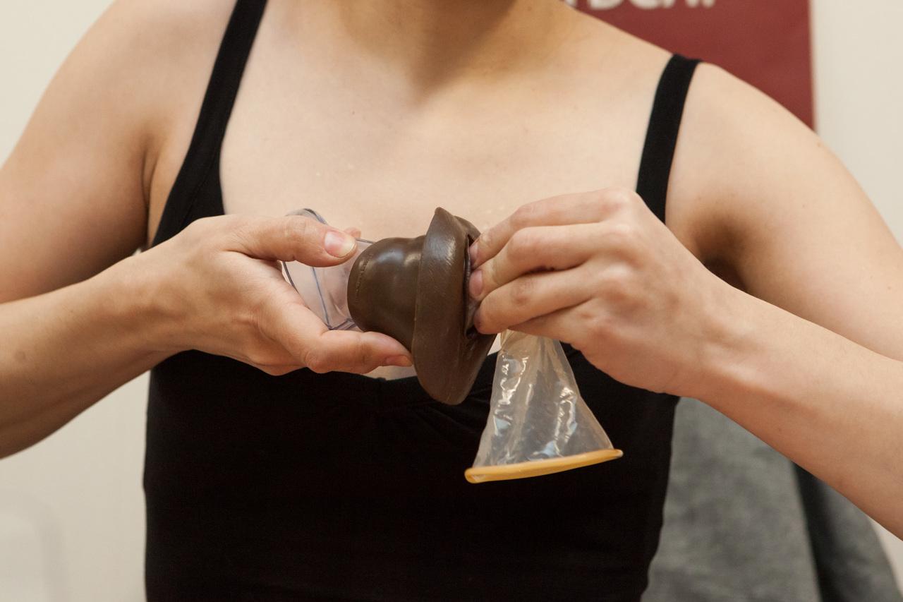 Женщины удовлетворяющие себя разными предметами жены рожками