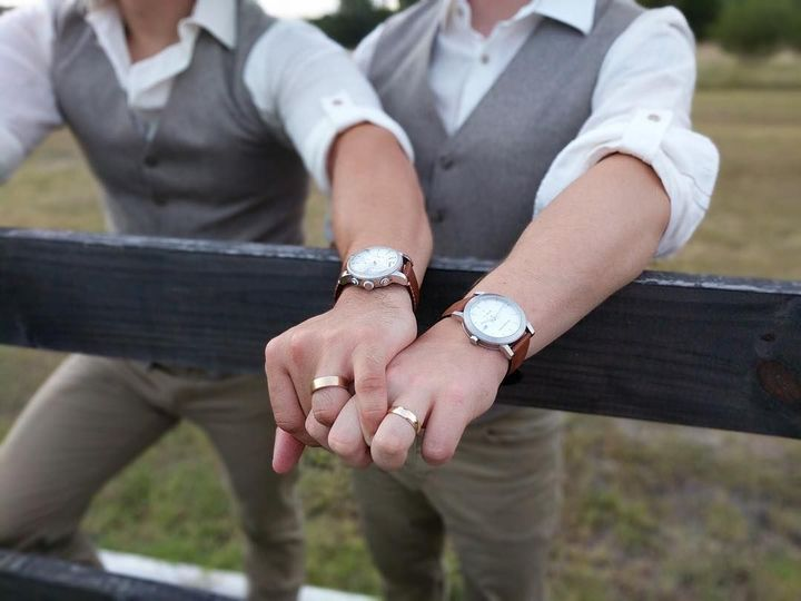 «Мы существуем вне закона»: ЛГБТ-люди о том, каких прав у них нет в России
